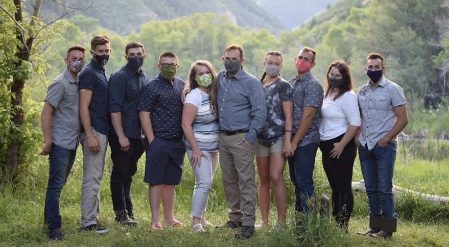 Horizontal.FAMILY-pic-masks.jpeg
